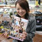 名古屋出身のモデル杉本悦子さん バイキチ12月号の【水着で洗車】のページに載ってます