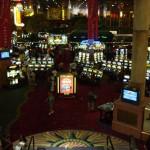 ルクソールのカジノスペース。 ホテルに必ずこうしてカジノがあります。